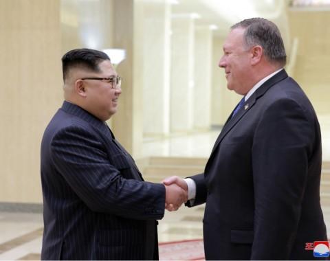 Photo exhibition: Supreme Leader Kim Jong Un Meets Foreign Delegations - Image
