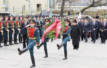 Supreme Leader Kim Jong Un Lays Wreath before Monument to Military Glory - Image
